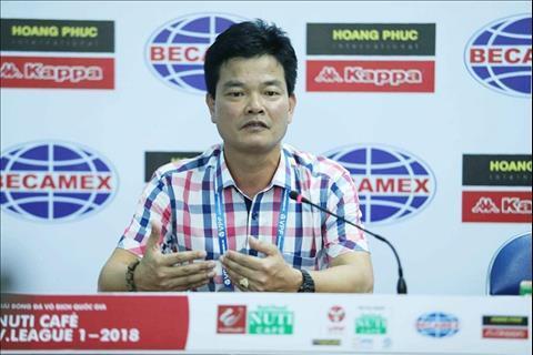 HLV Nguyễn Văn Sĩ tố trọng tài thiên vị  đội chủ nhà