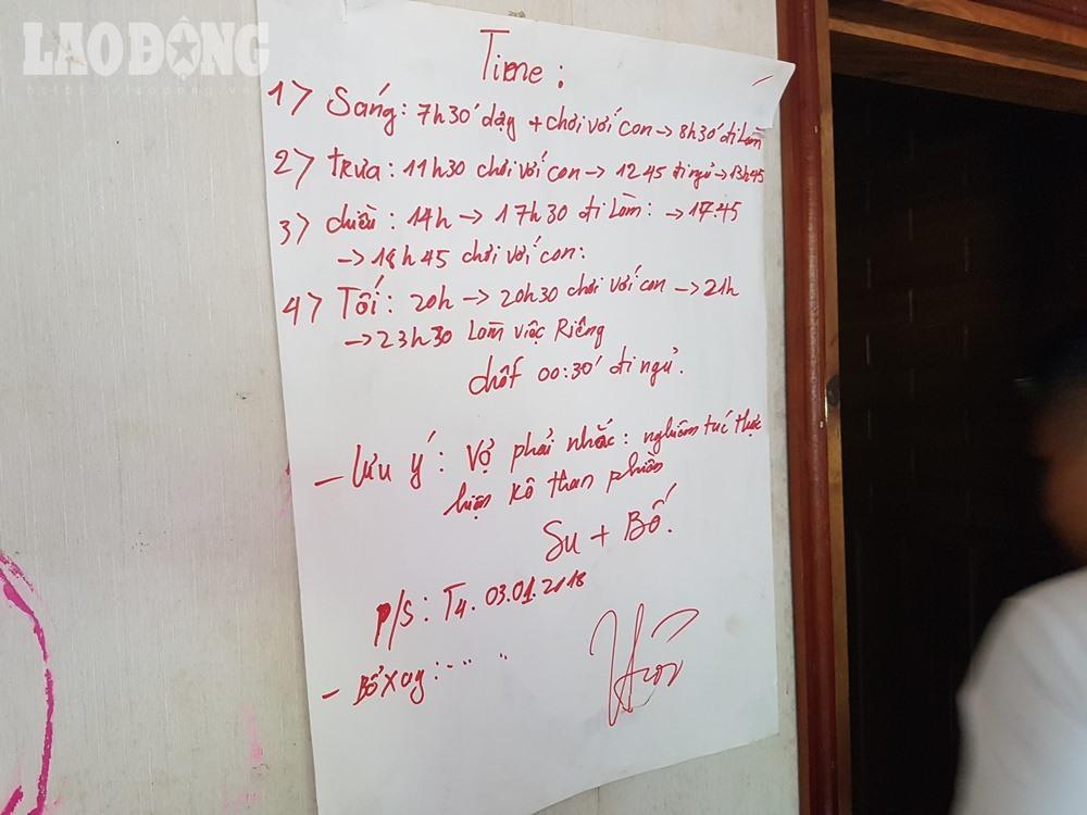 Điều đáng chú ý, trong căn nhà của Thuận có một bảng thời khóa biểu, trong đó có chi tiết thường xuyên