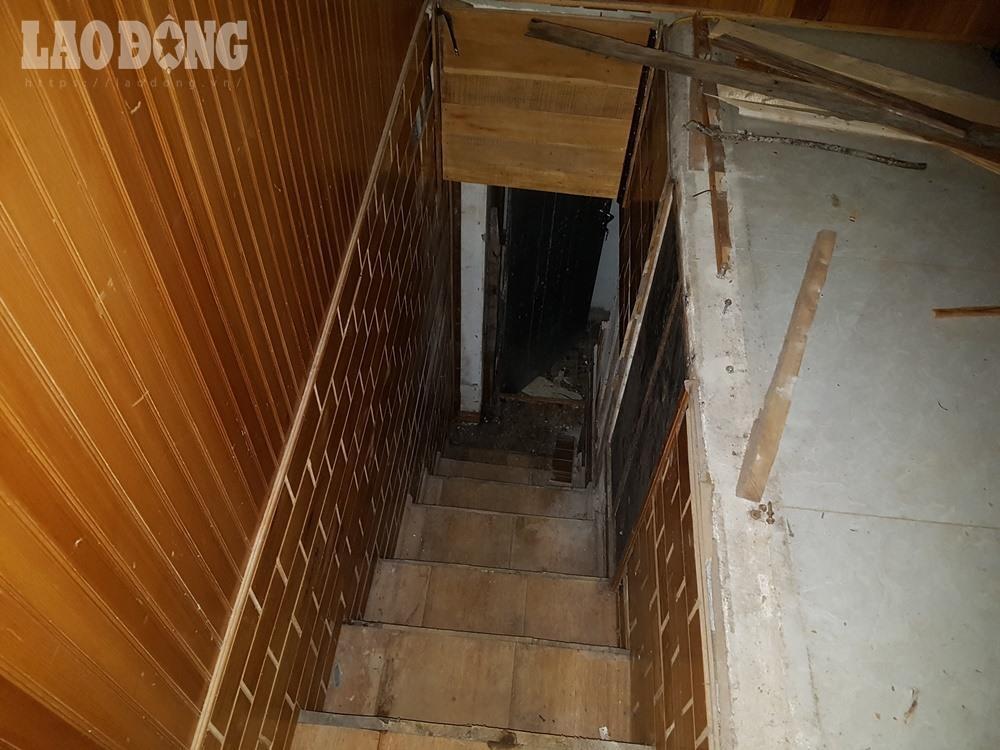 Mật đạo này được nối từ một góc phòng bên trong của căn nhà, xuống dưới khoảng 3m.