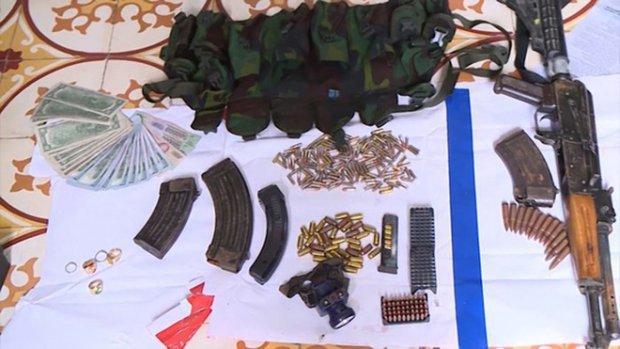 Hàng loạt vũ khí nóng bị thu giữ sau trận đánh án kinh hoàng của lực lượng nghiệp vụ Bộ Công an. Ảnh: Dân Trí.