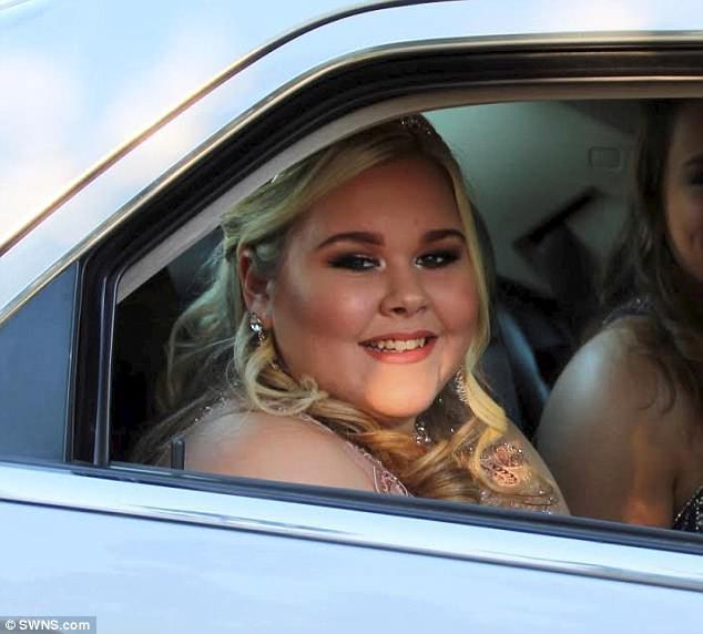 Chloe Robson, người bị bắt nạt từ năm 7 tới 16 tuổi, e ngại không dám dự dạ tiệc ở trường.