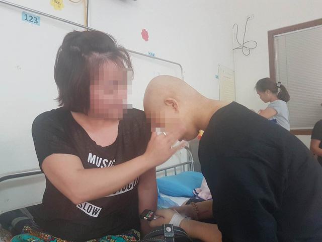 """Bệnh nhân Nguyễn Hồng Hạnh trên hành trình """"giành giật"""" sự sống. Ảnh: Bảo Loan"""