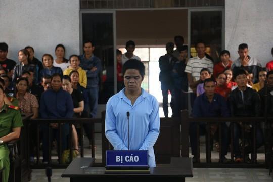 Bị cáo Y Nơn Hmok tại phiên tòa sơ thẩm