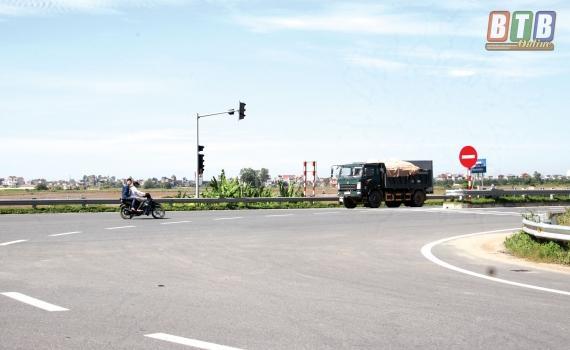 Người tham gia giao thông vi phạm Luật Giao thông đường bộ trên đường Thái Bình - Hà Nam.