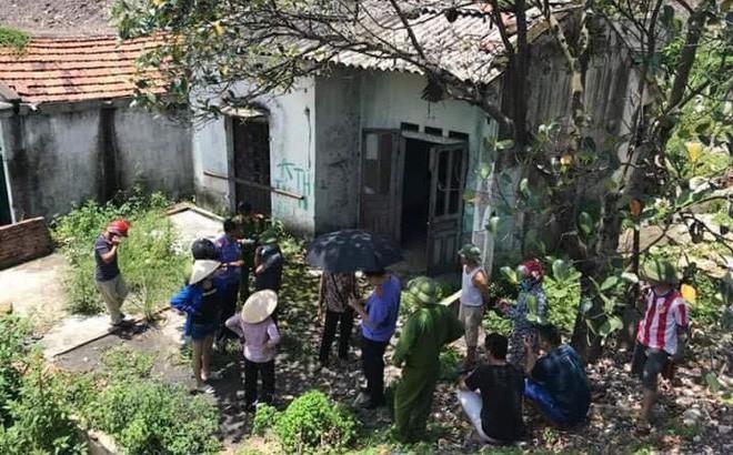 Lực lượng chức năng tiến hành điều tra, làm rõ cái chết của nạn nhân. (Ảnh: Nguyễn Phương)