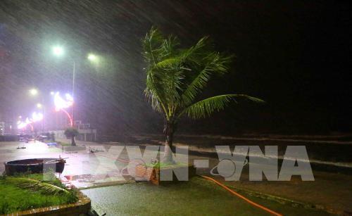 Đêm 18, rạng sáng 19/7/2018, bão số 3 đã đổ bộ vào đất liền các tỉnh Thanh Hóa, Nghệ An và suy yếu thành áp thấp nhiệt đới. Do ảnh hưởng của bão, từ chiều và đêm qua ở Thanh Hóa, Nghệ An và Hà Tĩnh đã có mưa to đến rất to. Ảnh: Thành Đạt – TTXVN