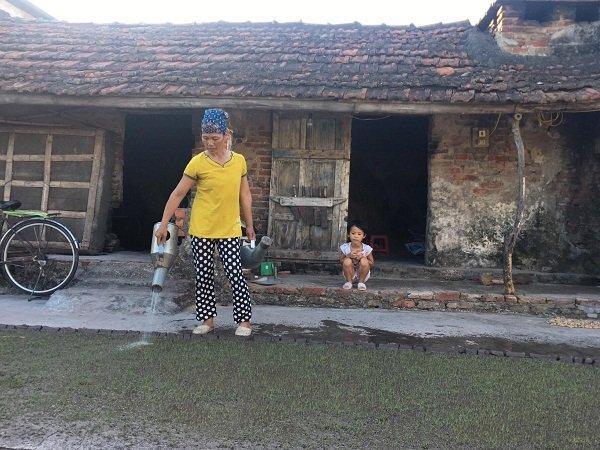 Hoàn cảnh gia đình khó khăn, chồng bệnh ,con ốm , một mình chị Hào gống gánh nuôi cả gia đình