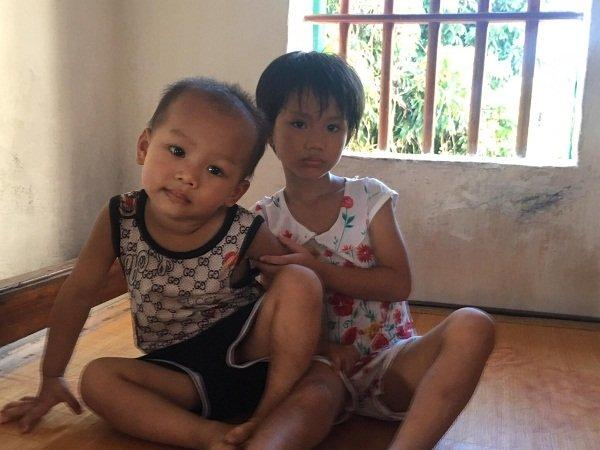 Gia đình có 4 người con , Hà Vy (bên phải) là con thứ 3 trong nhà