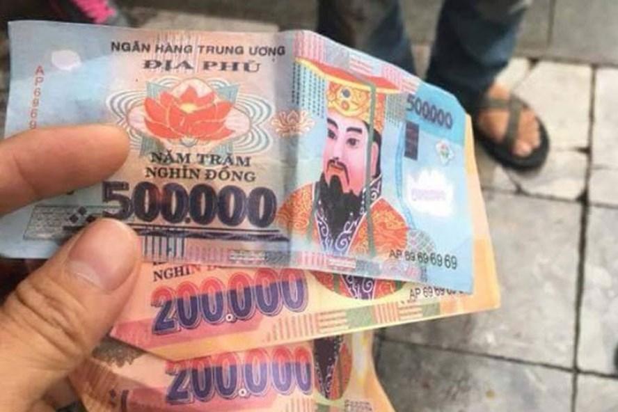Ba tờ tiền âm phủ mà khách du lịch nhận được của tài xế xíchlô.
