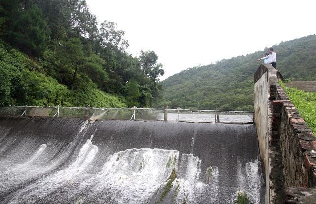 Hồ Kèo Cà (Sóc Sơn) xả tràn