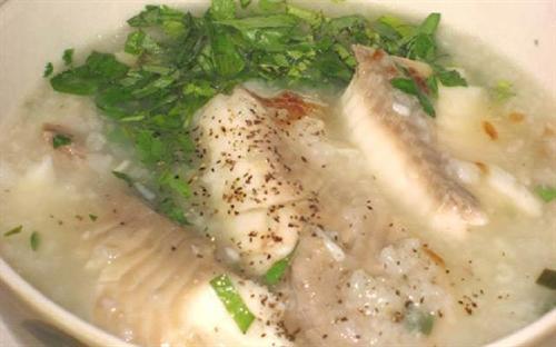 Chỉ khi thưởng thức tô cháo cá Tích Nghi, thực khách mới có thể cảm nhận hết được sự tinh tế, khéo léo của đôi bàn tay người nấu.