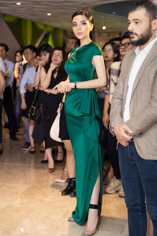 Kỳ Duyên tiết lộ cô mới nhận lời tham gia một gameshow về thời trang và sẽ đồng hành với cuộc thi Hoa hậu Việt Nam 2018 ở những chặng cuối.