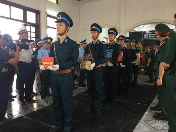 Sau lễ truy điệu, linh cữu của hai phi công được đưa đi hỏa táng tại Đài hóa thân Hoàn vũ ở Hà Nội.