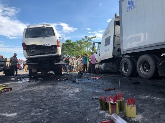 Tai nạn thảm khốc khiến 13 người chết