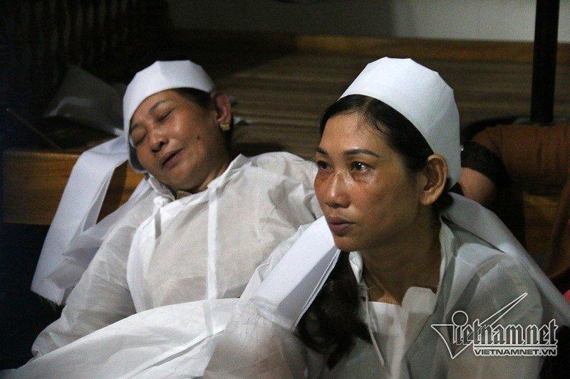 Người thân đã khóc cạn nước mắt trước sự ra đi của vợ chồng ông Nguyền