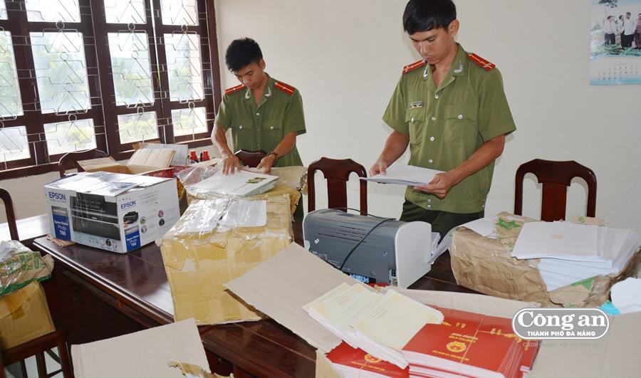 CQĐT CA tỉnh Gia Lai tịch thu số lượng lớn văn bằng, chứng chỉ giả.