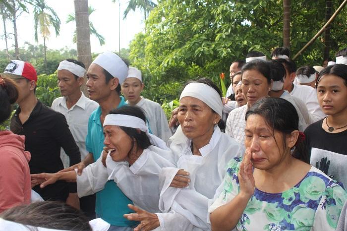 Ngày 2/8, thôn Lương Điền tiếp tục tiễn đưa 7 nạn nhân trong vụ TNGT thảm khốc ở Quảng Nam về nơi an nghỉ cuối cùng