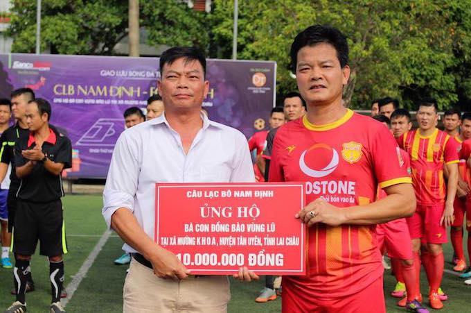 Ngoài sự đóng góp của các thành viên dội bóng, CLB Nam Định ủng hộ thêm 10 triệu đồng