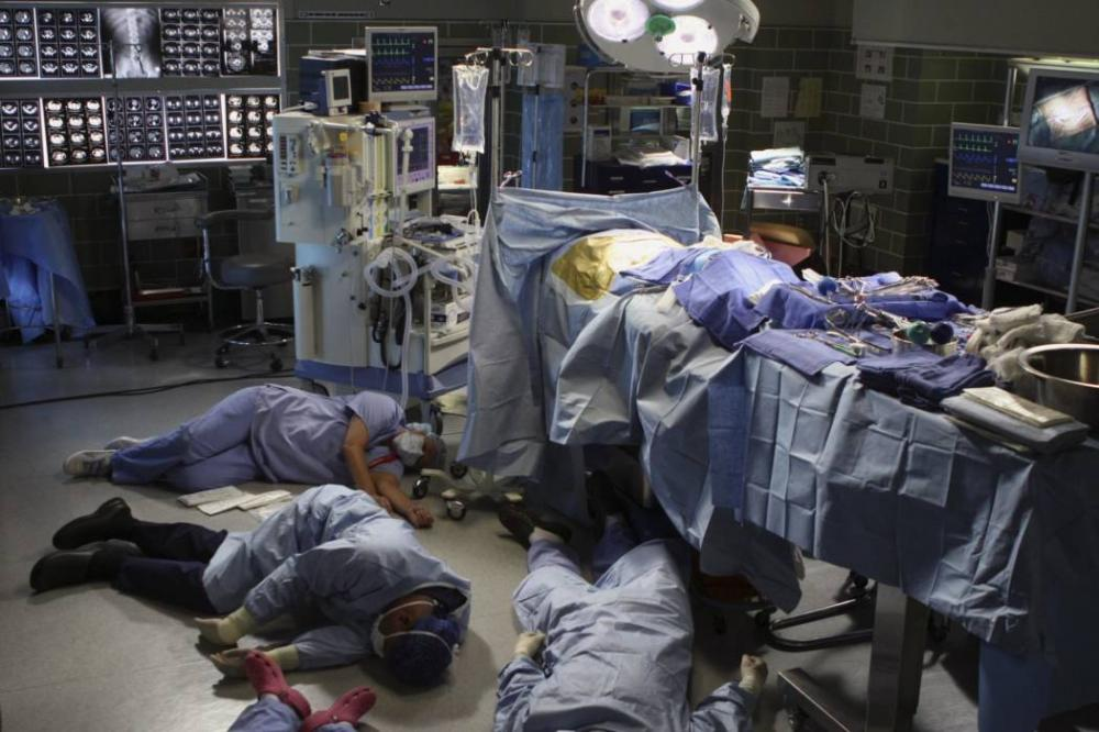 Hàng loạt bác sĩ, nhân viên y tế đã bị ngất xỉu khi cấp cứu cho Ramirez. Ảnh minh họa.