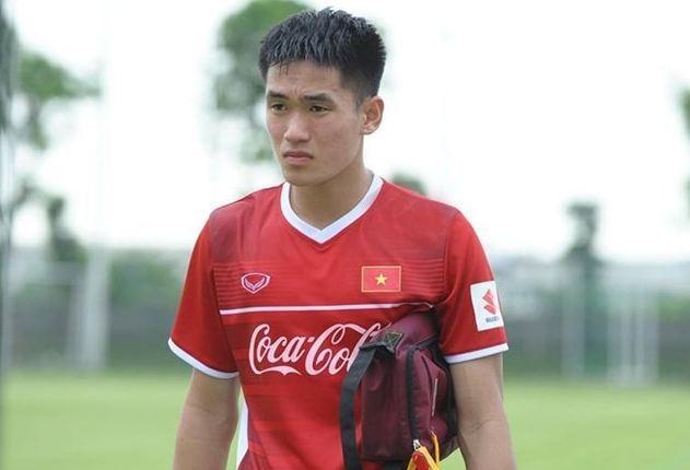 Dù còn một chút lạ lẫm khi đây chỉ là lần đầu làm việc với HLV Park Hang-seo, nhưng Tấn Sinh đã rất cố gắng thể hiện khả năng của mình trong sơ đồ 3 trung vệ của ông thầy người Hàn Quốc. Trong phần lớn thời gian có mặt trên sân, trung vệ Quảng Nam FC hoàn thành tốt vai trò của mình.