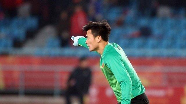 Được trao cơ hội ra sân ngay từ đầu và mang băng đội trưởng U23 Việt Nam, Bùi Tiến Dũng đã thể hiện rất tốt khả năng của mình với những tình huống phản ứng cứu thua rất nhanh. Dù đang gặp rất nhiều áp lực nhưng thủ thành FLC Thanh Hóa đã biết cách vượt qua.