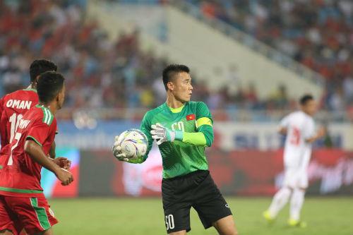 Thủ môn Bùi Tiến Dũng đã thể hiện tốt trong trận đấu U23 Oman, anh đã có những pha bay người cản bóng xuất sắc