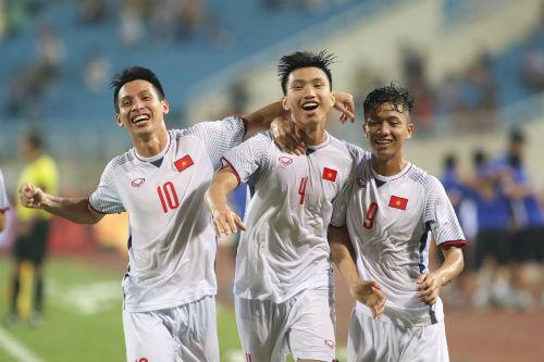 Cú sút của Văn Hậu mang về bàn thắng duy nhất của trận đấu