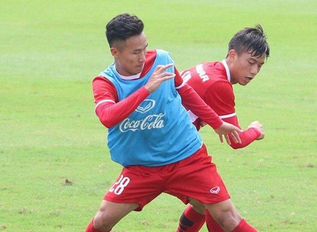 Trong phần lớn thời gian có mặt trên sân, những gì Triệu Việt Hưng để lại là không quá ấn tượng. Anh chơi thấp nhất ở hàng tiền vệ nhưng có rất nhiều đường chuyền không hợp lý và suýt chút nữa