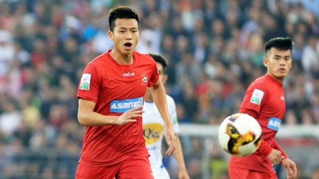Được thử nghiệm chơi ở vị trí hậu vệ phải, rồi sau đó được đẩy vào chơi bên cạnh Hùng Dũng, Đức Huy đã thể hiện được sự đa năng của mình. Đây cũng là một trong những gương mặt chơi nổi bật nhất bên phía U23 Việt Nam.