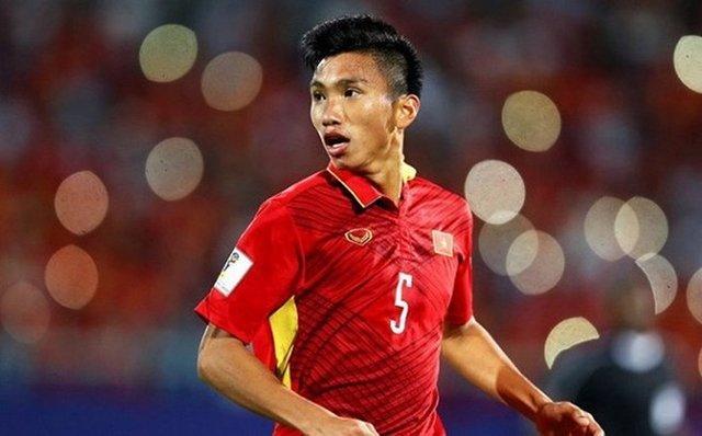 Giống như Văn Toàn, Văn Hậu cũng được HLV Park Hang-seo tung vào sân để thay cho Minh Vương. Không chỉ giúp hàng phòng ngự vững chắc hơn, hậu vệ này còn lập nên siêu phẩm để giúp U23 Việt Nam giành được chiến thắng.