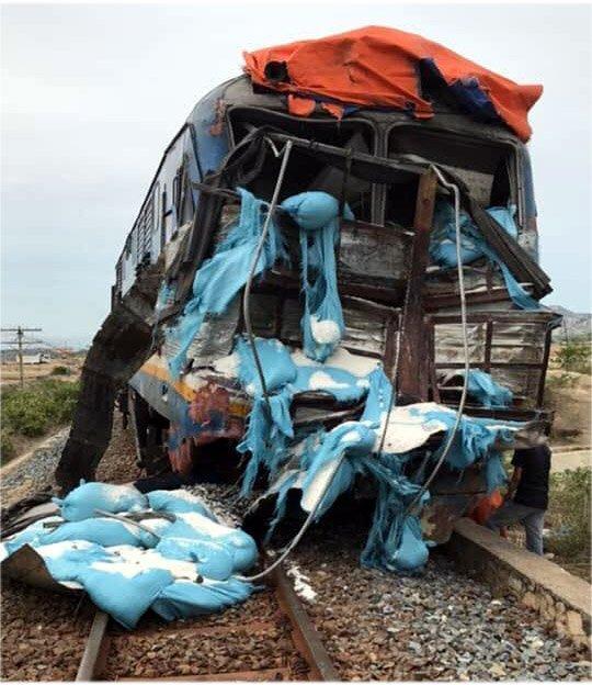 Tàu SE5 hành trình Bắc - Nam khi qua địa bàn Ninh Thuận đã tông vào xe tải