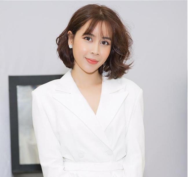 Vẻ đẹp tươi trẻ hiện tại chẳng thua kém mỹ nhân Hàn của mẹ 2 con Lưu Hương Giang.
