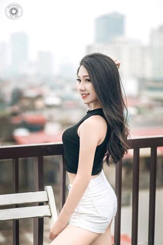 Được biết, cô nàng từng là Quán quân học sinh thanh lịch trường THPT Khánh Hoà (Thái Nguyên) năm 2016; top 32 Sinh viên thanh lịch trường Học Viện Tài Chính.
