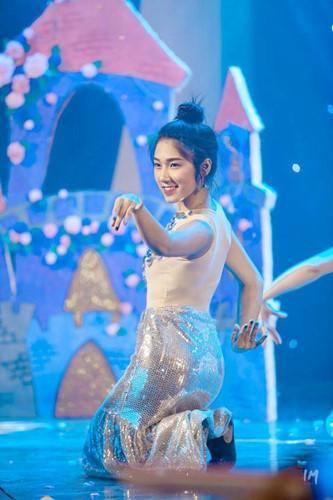 Mặc dù việc học luôn được Hương Lan đặt lên hàng đầu, tuy vậy nữ xinh duyên dáng vẫn tận dụng thời gian rỗi để làm mẫu ảnh cho nhiều shop thời trang. Ngoài ra, cô còn tham gia 1 bộ phim ngắn của Phim 24h.