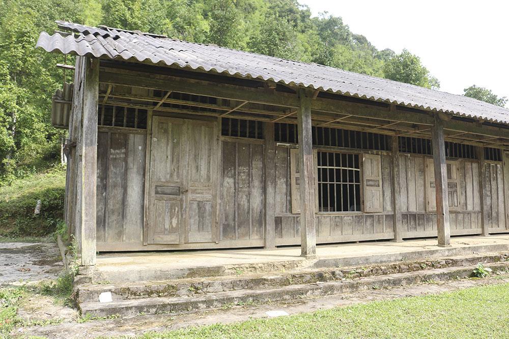 Phòng học của Điểm trường Tiểu học tại thôn Slam Coóc đã cũ.