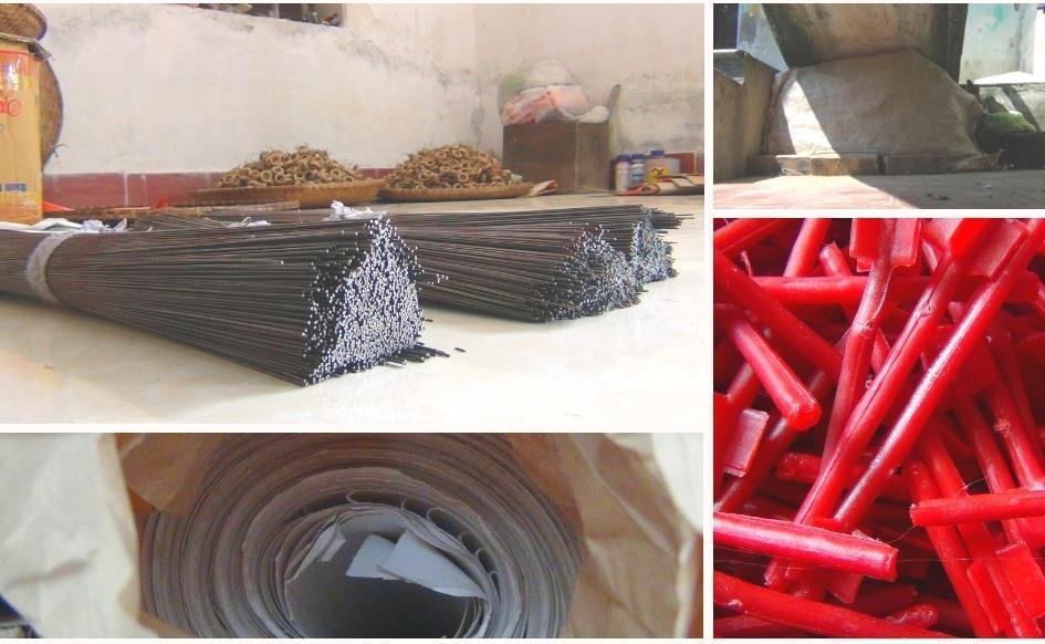 Để kịp sản xuất trống cho Rằm tháng Tám, ngay từ tháng 4 âm lịch người thợ đã phải chuẩn bị các nguyên liệu đất sét, giấy, cán trống, dây thép, tre và dây.