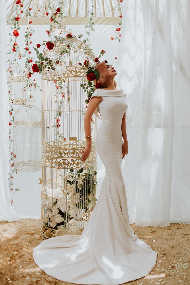 Chiếc váy đuôi cá tối giản với những đường cắt cúp chuyên nghiệp tôn trọn vẻ đẹp hình thể cựu siêu mẫu 1 thời.