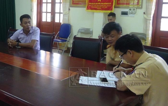 Tại buổi làm việc tại Phòng CSGT Công an tỉnh Bắc Kạn lái xe Nguyễn Khắc Toàn xin lỗi về thái độ, phát ngôn chưa đúng của mình và chấp hành xử phạt theo quy định.