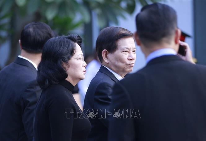 Quyền Chủ tịch nước Đặng Thị Ngọc Thịnh và nguyên Chủ tịch nước Nguyễn Minh Triết có mặt tại Nhà tang lễ quốc gia từ rất sớm.
