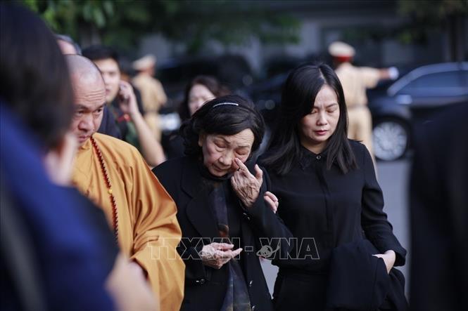 Những giọt nước mắt đã rơi của người dân và tang quyến trước giờ cử hành Lễ viếng Chủ tịch nước Trần Đại Quang.