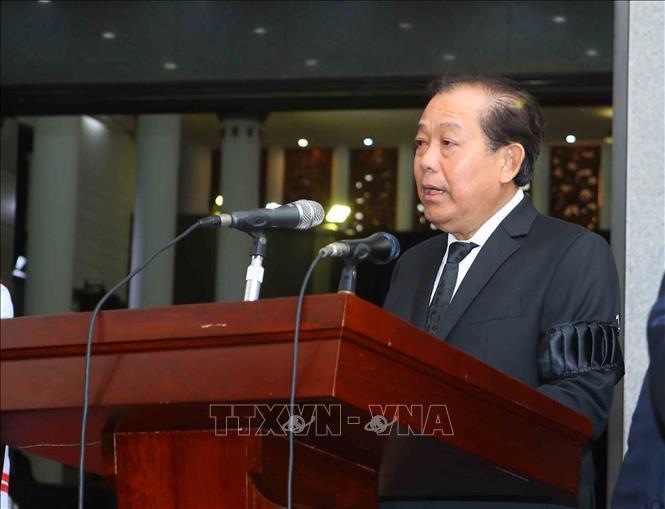 Đồng chí Trương Hòa Bình, Ủy viên Bộ Chính trị, Phó Thủ tướng thường trực Chính phủ đọc Tiểu sử Chủ tịch nước Trần Đại Quang và danh sách Ban Lễ tang.