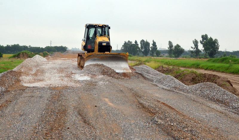 Cụm công nghiệp Mẫn Xá đang san lấp mặt bằng sẽ góp phần giải quyết ô nhiễm môi trường cho xã nghề Văn Môn