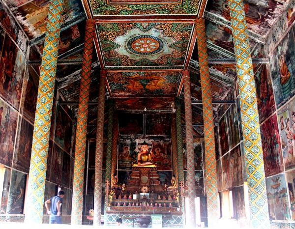 Bên trong chánh điện thờ Đức Phật. (Nguồn: Hải Yến)