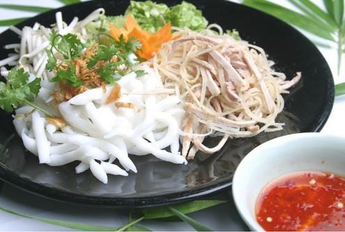 Khi đi du lịch Bạc Liêu bạn không nên bỏ qua món bánh tằm bì. (Nguồn: ivivu.com)