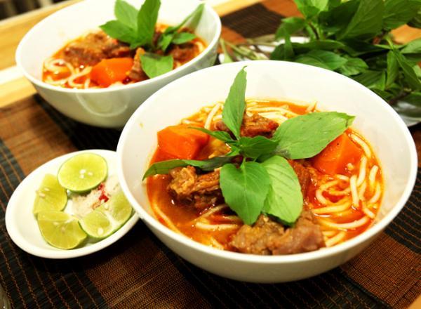 Bún bò cay là một trong những món ngon nổi tiếng ở Bạc Liêu. (Nguồn:dacsanthonque.com)