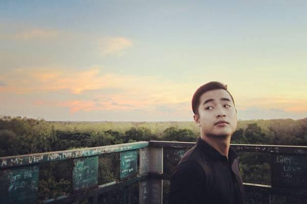 Đến với vườn chim Bạc Liêu, thú vị nhất là đứng trên tháp canh cao bằng ngọn cây ngắm cảnh bên dưới. (Nguồn: @rock.ball)
