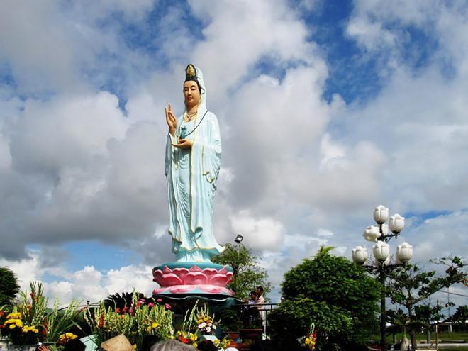 Quan âm Phật đài (mẹ Nam Hải) là công trình kiến trúc - văn hóa - tâm linh nổi bật của Bạc Liêu.