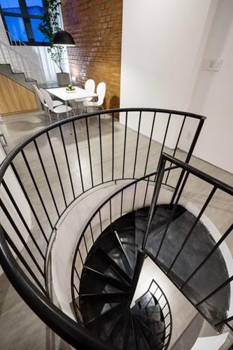 Cầu thang tròn bắt kịp xu hướng mới của nhà phố. gợi nét đẹp mềm mại và duyên dáng.
