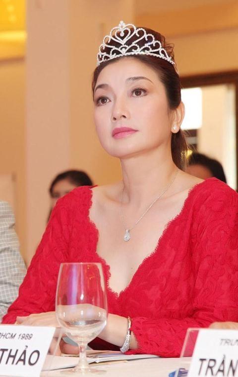 Hoa hậu Lý Thu Thảo khoe nhan sắc rạng rỡ dù đã ở độ tuổi U50 - Ảnh: Internet