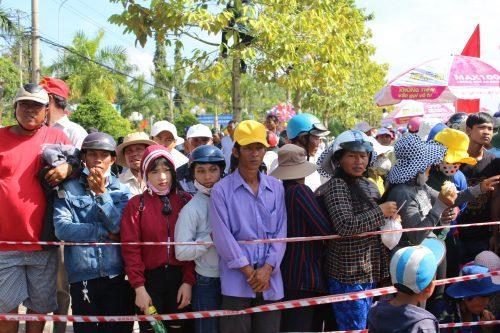 Sự kiện thu hút đông đảo bà con đồng bào dân tộc Khmer đến xem và cổ vũ sôi nổi.